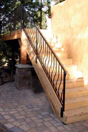 E10 Deck Railing with Belly Pickets